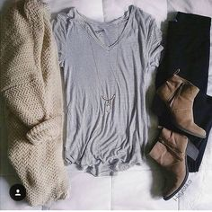 #simple #casual #tumblr #strips #boots #fall #spring #cosy