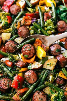 Roasted veggies with sausage and herbs all made and cooked on one pan. 10 minute… Roasted veggies with sausage and herbs all made and cooked on one pan. 10 minutes prep, easy clean-up! via chelseasmessyapro… Clean Eating, Healthy Eating, Healthy Food, Roasted Vegetables, Veggies, Roasted Vegetable Recipes, Cooking Recipes, Healthy Recipes, Healthy Diabetic Meals