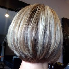 Graduated bob with very light blond hair cuts long hair styl Oval Face Hairstyles, Layered Bob Hairstyles, Medium Length Hair Cuts With Layers, Long Hair Cuts, Mandy Moore Hair, Medium Hair Styles, Short Hair Styles, Short Blonde Haircuts, Low Lights Hair