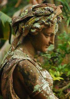 statue by Fernando Silveira