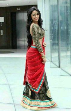 Cute girl in saree – girl photoshoot poses Saree Poses, Stylish Sarees, Trendy Sarees, Saree Photoshoot, Girl Photography Poses, Outdoor Photography, Saree Look, Fat Women, Saree Styles