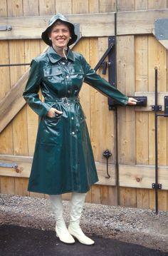 Raincoats For Women Green Code: 5271569746 Vinyl Raincoat, Green Raincoat, Plastic Raincoat, Rain Fashion, 70s Fashion, Vintage Fashion, Boots, Outfit