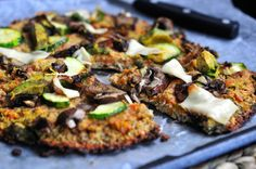This Vegan Cauliflower Crust Pizza recipe is crunchy and delicious! It& Fat free, sugar free, and gluten free. The best part is that you can eat the ENTIRE thing by yourself. Sin Gluten, Gluten Free, Dairy Free, Vegan Cauliflower Pizza Crust, Flammkuchen Vegan, Pizza Shapes, Avocado Spread, Veggie Sandwich, Eat Pizza