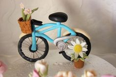 My first attempt at a fondant/gumpaste bicycle :)