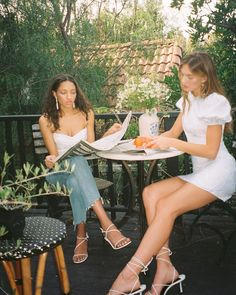 Brunch Outfit, Foto Best Friend, Vintage Outfits, Vintage Fashion, Film Aesthetic, Aesthetic Outfit, Summer Aesthetic, Mode Vintage, Friend Pictures