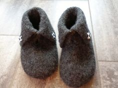 Fotballtøfler Blogging, Slippers, Knitting, Fashion, Moda, Sneakers, Tricot, Breien, Slipper