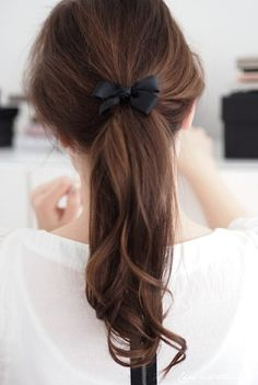 Bow curled Ponytail