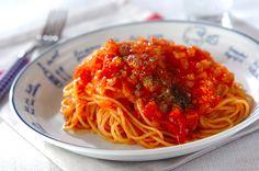 長時間煮込む必要があるトマトソースも、コレならレンジで15分加熱するだけ!トマトソースパスタ/中島 和代のレシピ。[洋食/麺料理(パスタ等)]2012.03.26公開のレシピです。