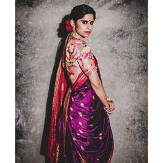 How to A Get Designer Saree Look to your Old Saree (without cutting into pieces) we all have quite a few numbers of sarees sitting at our wardrobes fr… Maharashtrian Saree, Marathi Saree, Marathi Bride, Bengali Wedding, Wedding Sarees, Bollywood Saree, Bollywood Fashion, Traditional Blouse Designs, Traditional Sarees