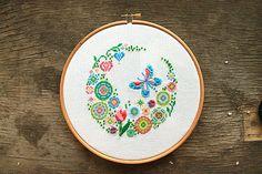 Cross stitch pattern floral embroidery hoop art por LaMariaCha