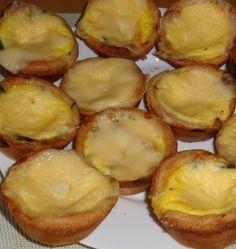 Výborné špenátové košíčky------------ listové těsto, listový špenát,slanina, kysaná smetana,tvrdý sýr(může být i plátkový), tavený sýr nebo niva,2 vejce, sůl, pepř,forma na muffiny. Z listového těsta vykrájíme větší kolečka a dáme do formy,osmahneme slaninu, cibulku a také nakrájený špenát, osolíme, opepříme, přidáme kousky nivy nebo sýra a zalijeme kysanou smetanou s vejci, solí a pepřem, navrch  plátkový sýr,pečeme v před. troubě na 200st asi 20min. Moc dobré.