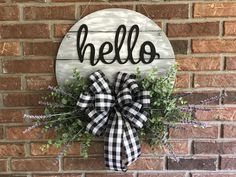 Best Pic farmhouse Door Hanger Concepts For the uninitiated, door hangers are those advertisements that people leave hanging on your own ent Wooden Door Signs, Wooden Door Hangers, Wood Wreath, Diy Wreath, Home Crafts, Diy Crafts, Front Door Decor, Front Porch, Diy Signs