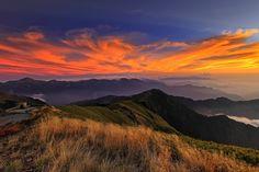 golden clouds 金霞映秋芒 by Thunderbolt_TW, via Flickr