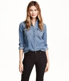 Long-sleeved shirt in soft, washed denim. Chest pockets with flap and snap fastener. Gently rounded hem.