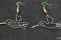 How to make hummingbird earrings using wire. I love hummingbird so much. I decided to make earring using wire. After a little practice, its easy to make. What you need for this project: 20 gauge crafts wire fish hook ear wires Spider Earrings, Wire Earrings, Drop Earrings, Clay Jewelry, Beaded Jewelry, Earring Crafts, Earring Tutorial, How To Make Earrings, Anklets