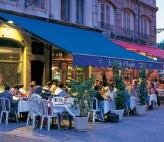 Lyon Frace shopping   People sitting outside a Vieux Lyon cafe in the evening