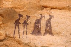 Rock Art of Tassii n'Ajjer, Algeria. Men in loincloths and women in full suits. Faces, like other paintings, have been faded by time. Ancient Aliens, Ancient History, Art History, Ancient Mysteries, Ancient Artifacts, Objets Antiques, Art Rupestre, Art Pierre, Ancient Discoveries