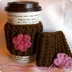 crochet coffee sleeve - love the addition of the flower Crochet Coffee Cozy, Crochet Cozy, Love Crochet, Crochet Gifts, Cozy Coffee, Coffee Cup, Crochet Art, Yarn Projects, Crafty Projects