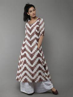 Brown Off White Tye and Dye Cotton Kurti Kurta Designs, Blouse Designs, Cotton Kurtis Designs, Pakistani Dresses, Indian Dresses, Indian Outfits, Indian Attire, Indian Wear, Kurti Styles