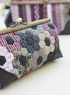 Hexagon Patchwork, Patchwork Patterns, Hexagon Quilt, Patchwork Bags, Purse Patterns, Quilted Pillow, Quilted Bag, Frame Purse, Diy Purse