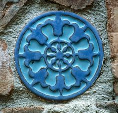 This blue on blue circle tile from California Faience Co, Berkeley, CA will brighten your week! www.tileheritage.org