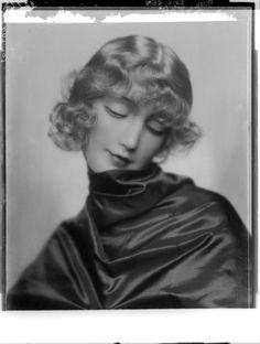 Damenfrisur, 1922 | Madame d'Ora, Atelier