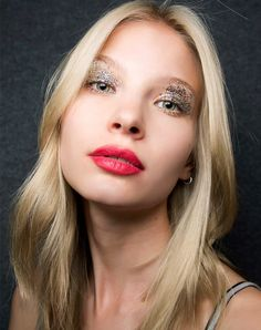 10 Glitter Eyeshadow Looks for NYE   Craft-Level Silver