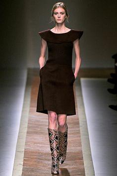 Great little dress.  Valentino Fall 2011 RTW