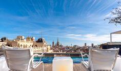 Ammirare Barcellona dall'alto… di una piscina di hotel!
