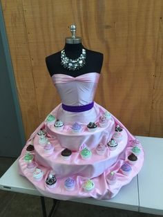 DIY Tutorial: Mannequin Cupcake Stand If you are having breast cancer awareness event, this cupcake stand in pink fabric would be ideal Bachlorette Cakes, Cupcake Display, Cupcake Table, Christmas Tree Themes, Diy Cake, Pink Fabric, Dress Form, Breast Cancer Awareness, Diy Wedding