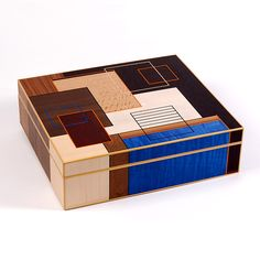 Beautiful craftsmanship in this hand cut marquetry box by Christine Meyer-Eaglestone.