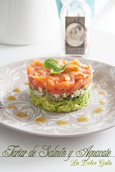 Salmon Y Aguacate, Salmon Tartare, Fish Recipes, Healthy Recipes, Canapes, Tapas, Sushi, Seafood, Food And Drink