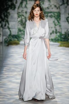See the complete Jenny Packham Fall 2017 Ready-to-Wear collection.