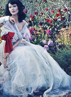 #editorial  Vice Versa  Models: Amber Valletta & Shalom Harlow  Photographer: Steven Klein  Styling: Tonne Goodman  Makeup: Gucci Westman  Hair: Julien D'Ys  Set Deisgn: Mary Howard  Vogue US, January 2012. #floral