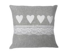 Kissen - ~vintage~ Kissen leinen weiß shabby - ein Designerstück von maggis-zaubernadel bei DaWanda Sewing Pillows, Diy Pillows, Throw Pillows, Heart Cushion, Pillow Crafts, Memory Pillows, Fluffy Pillows, Pillow Inspiration, Patchwork Cushion