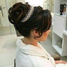 Inspiração de penteado lá do ig @blogsimeuaceito .. Amei ! ❤ _ _ @romariorocha_ #casar #casamento #vestidobranco #vestidodenoiva #vestido #penteado #penteadodenoiva #buque #buquedenoiva #buquebranco #noivos #noivas #noiva 💍💐👰