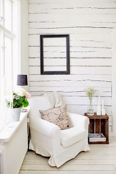 Love the wall, the chair, and the windowsill lamp!