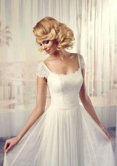 Prachtige trouwjurk van Modeca in vintage style, vanaf  eind augustus in de winkel.
