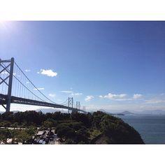 【ru639】さんのInstagramをピンしています。 《* 2016.9.28 * 夫の仕事の都合で遅い夏休み。 もう秋だけど💦 * 今回の#旅行 は久々の#西日本 ✈︎ 岡山 をメインに広島 、#香川 もちょこっと行きました。 * 私は#四国 初上陸(夫は2回目)だったので嬉しいのなんのって 笑 * このpicは旅行3日目に#瀬戸大橋 を渡り、日帰りで丸亀市に讃岐うどん食べに行ったときの * あ、丸亀製麺じゃないですよー笑 * 北海道、東北、北陸、関東甲信越と東日本ばかり(たまにアジア、グアム)で西日本はほんっとに久しぶり〜!楽しかった〜! * 魚とフルーツ(あとうどん)が美味しくて最高!🍇 今回もとっても楽しい旅になりました😊 * このあと、しばらく旅行のpicが続きます 笑 * #与島パーキング#与島PA#与島#PA#高速道路#レンタカー#2016るう夏旅行#空#sky#海#sea#橋#bridge》