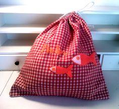 sacchetto porta biancheria per l'asilo personalizzato e ricamato a mano