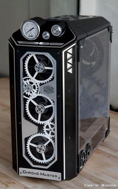NeSSa's Chrono-Master project is carefully crafted on this CM Mastercase 5 PRO with tempered glass. This is a great example on how creativity knows no boundaries when you set your mind into case modding Gaming Pc Build, Computer Build, Gaming Room Setup, Computer Setup, Computer Case, Gaming Computer, Pc Gamer, Diy Pc, Laptop Repair