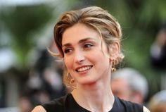 "Francia, Julie Gayet querela 'Closer'. Valérie Trierweiler furente: ""Umiliata davanti alla Francia"""