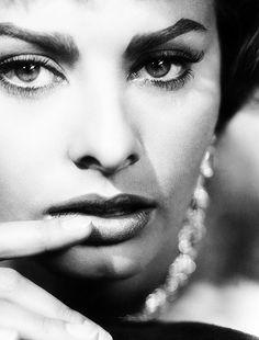 Sophia Loren, [close-up] portrait Sophia Loren, Carlo Ponti, 50s Glamour, Hollywood Glamour, Hollywood Actresses, Lauren Bacall, Vintage Hollywood, Classic Hollywood, Trash Film