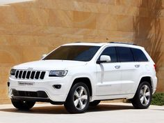 Jeep Grand Cherokee Overland This is my dream car and one that I will me saving for. Grand Cherokee Overland, Jeep Grand Cherokee 2013, White Jeep Cherokee, Cherokee Laredo, Suv Cars, Jeep Jeep, Suv Trucks, My Dream Car, Dreams