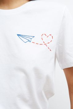 T-shirt Jusqu'au ciel Handmade - Keur Paris Embroidery Hearts, Shirt Embroidery, Anne Curtis Short Hair, T Shirt Flowers, Custom Tee Shirts, Brazilian Embroidery, Architecture Tattoo, Textiles, Wedding Art