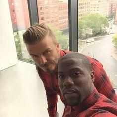 Pin for Later: Les Selfies de Stars Masculines les Plus Sexy de 2015 Kevin Hart et David Beckham