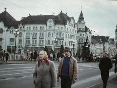 Romania 1984-1986 vazuta din ambasada SUA | Muzeul de Fotografie Bucharest, Socialism, Romania, Louvre, Street View, Lens, Travel, Viajes, Klance