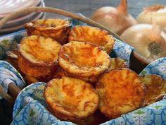 Vidalia Onion Cornbread Recipe : Paula Deen - never made as muffins but it's a crowd favorite in a Vidalia Onion Recipes, Vidalia Onions, Cornbread Muffins, Cornbread Recipes, Cornbread Casserole, Side Recipes, Great Recipes, Favorite Recipes, Kitchens