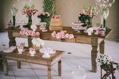 Decoração de casamento / Wedding decor Mesa do bolo / Cake table Rústico / Rustic Romântico / Romantic