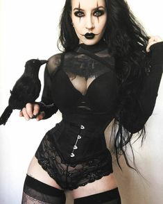 Top Gothic Fashion Tips To Keep You In Style. As trends change, and you age, be willing to alter your style so that you can always look your best. Consistently using good gothic fashion sense can help Goth Beauty, Dark Beauty, Dark Fashion, Gothic Fashion, Steampunk Fashion, Emo Fashion, Latex Fashion, Sexy Korsett, Chica Dark
